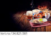 Weisswurst pretzels and beer for Oktoberfest. Стоковое фото, фотограф Zoonar.com/Darius Dzinnik / easy Fotostock / Фотобанк Лори
