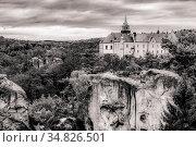 View of the rocks on the background of medieval castle in Bohemian Paradise (Czech: Cesky Raj) in Bohemia region in Czech Republic (2016 год). Стоковое фото, фотограф Сергей Фролов / Фотобанк Лори