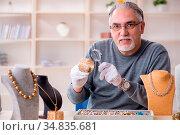 White bearded old jeweler at workshop. Стоковое фото, фотограф Zoonar.com/Elnur Amikishiyev / easy Fotostock / Фотобанк Лори