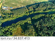 Aerial view of a small lake surrounded by forest. Стоковое фото, фотограф Андрей Радченко / Фотобанк Лори
