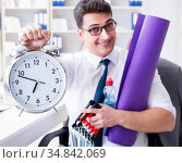 Businessman rushing to sports with clock. Стоковое фото, фотограф Elnur / Фотобанк Лори