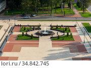 Фонтан на Соборной площади. Старая Русса, Великий Новгород. Редакционное фото, фотограф Александр Щепин / Фотобанк Лори