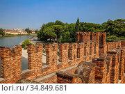 Italy: view of the Adige river from the Castelvecchio bridge. Стоковое фото, фотограф Alfredo Steccanella / age Fotostock / Фотобанк Лори