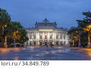 Das Burgtheater in der Abenddämmerung, Wien, Österreich, Europa | ... Стоковое фото, фотограф Peter Schickert / age Fotostock / Фотобанк Лори