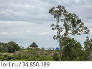 House on the hillside at Telok Melano, Sematan, Sarawak, East Malaysia. Стоковое фото, фотограф Chua Wee Boo / age Fotostock / Фотобанк Лори