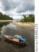Small fishing boat berthed at Kem Pueh, Sematan, Sarawak, East Malaysia. Стоковое фото, фотограф Chua Wee Boo / age Fotostock / Фотобанк Лори