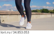 feet of young woman running outdoors. Стоковое видео, видеограф Syda Productions / Фотобанк Лори