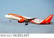 Airline EasyJet plane takes off from the runway at Barcelona El Prat airport. Board number OE-IZV (2020 год). Редакционное фото, фотограф Яков Филимонов / Фотобанк Лори