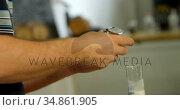 Male worker using magnifying glass 4k. Стоковое видео, агентство Wavebreak Media / Фотобанк Лори