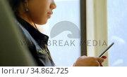 Teenager girl listening to music on headphones 4k. Стоковое видео, агентство Wavebreak Media / Фотобанк Лори