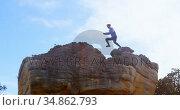 Male hiker running in rocky mountain 4k. Стоковое видео, агентство Wavebreak Media / Фотобанк Лори