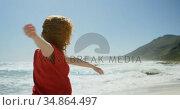 Carefree woman enjoying on the beach 4k. Стоковое видео, агентство Wavebreak Media / Фотобанк Лори