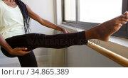Woman stretching her leg at barre 4k. Стоковое видео, агентство Wavebreak Media / Фотобанк Лори
