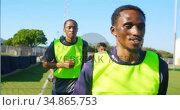 Soccer players running in the field 4k. Стоковое видео, агентство Wavebreak Media / Фотобанк Лори