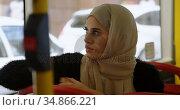 Woman travelling in bus 4k. Стоковое видео, агентство Wavebreak Media / Фотобанк Лори