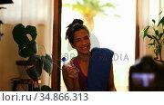 Female video blogger recording video vlog at home 4k. Стоковое видео, агентство Wavebreak Media / Фотобанк Лори