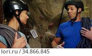 Man and woman talking at bouldering gym 4k. Стоковое видео, агентство Wavebreak Media / Фотобанк Лори