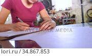 Woman drawing a sketch at workshop 4k. Стоковое видео, агентство Wavebreak Media / Фотобанк Лори
