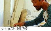 Surfboard maker working in workshop 4k. Стоковое видео, агентство Wavebreak Media / Фотобанк Лори