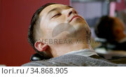 Man getting his beard shaved with straight razor 4k. Стоковое видео, агентство Wavebreak Media / Фотобанк Лори