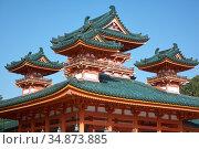 The blue-green curved roofs of Byakko-ro Tower at Heian-jingu Shrine. Kyoto. Japan (2007 год). Стоковое фото, фотограф Serg Zastavkin / Фотобанк Лори
