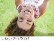 Smiling woman having fun on a swing in the park. Стоковое фото, агентство Wavebreak Media / Фотобанк Лори