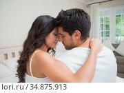 Attractive couple embrace in bed. Стоковое фото, агентство Wavebreak Media / Фотобанк Лори