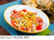 Appetizing salad with corn, olives and canned tuna. Стоковое фото, фотограф Яков Филимонов / Фотобанк Лори
