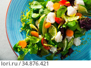Salad of of hake with fresh lettuce leaves, lemon and vegetables. Стоковое фото, фотограф Яков Филимонов / Фотобанк Лори