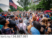 Crowd gathered together at Black Lives Matter protest in from of ... Редакционное фото, фотограф Edwin Remsberg / age Fotostock / Фотобанк Лори