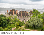 View of the Palace of the Dukes of Braganza in Guimaraes, Portugal, built in 15th century (2018 год). Стоковое фото, фотограф Сергей Фролов / Фотобанк Лори