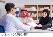 Doctor consulting arab family at hospital. Стоковое фото, фотограф Elnur / Фотобанк Лори