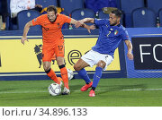 Netherlands' D.Blind, Italy's Danilo d'Ambrosio during the match ,... Редакционное фото, фотограф Alberto Ramella / Sync / AGF/Alberto Ramella / Syn / age Fotostock / Фотобанк Лори