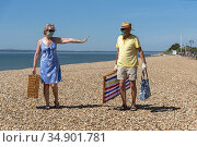 Southsea, Portsmouth, Southern England, UK. May 2020. Woman wearing... Стоковое фото, фотограф UNIVERSAL IMAGES GROUP / age Fotostock / Фотобанк Лори