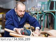 Craftsman repairing antique furniture. Стоковое фото, фотограф Яков Филимонов / Фотобанк Лори