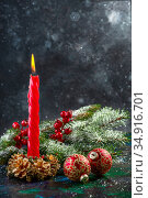Christmas candle with fir branches. Стоковое фото, фотограф Марина Сапрунова / Фотобанк Лори
