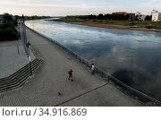 Poland, Frankfurt/Oder - The German-Polish border lies in the Oder, Slubice, Poland on the other side of the river (2018 год). Редакционное фото, агентство Caro Photoagency / Фотобанк Лори