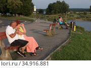 Poland, Slubice - The German-Polish border lies in the Oder, in front Slubice, Poland, behind Frankfurt/Oder, Germany (2018 год). Редакционное фото, агентство Caro Photoagency / Фотобанк Лори