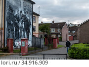 Great Britain, Derry - Catholic mural in the district of Bogside, commemorating the Irish fight for freedom against the British (2019 год). Редакционное фото, агентство Caro Photoagency / Фотобанк Лори