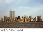 USA, New York City - The skyline of Manhattan with the twin towers of the World Trade Center. Редакционное фото, агентство Caro Photoagency / Фотобанк Лори
