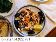 Seafood platter. Frittura di mare. Стоковое фото, фотограф Яков Филимонов / Фотобанк Лори