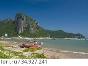 Located about 16 kilometers (10 miles) south of Prachuap Khiri Khan... (2008 год). Редакционное фото, фотограф David Henley / Pictures From History / age Fotostock / Фотобанк Лори