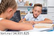 Friends are learning new theme on math. Стоковое фото, фотограф Яков Филимонов / Фотобанк Лори
