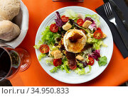 Salad with goat cheese. Стоковое фото, фотограф Яков Филимонов / Фотобанк Лори