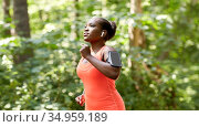 african american woman with earphones and phone. Стоковое фото, фотограф Syda Productions / Фотобанк Лори