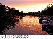 "Gracht,houseboat,amsterdam. Стоковое фото, фотограф Alexander P""schel / easy Fotostock / Фотобанк Лори"