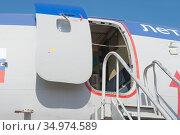 Российский самолет летающая лаборатория Туполев Ту-154М Careless c номером 85317 на авиасалоне МАКС-2019 в Жуковском, Россия, вид на открытую дверь. Редакционное фото, фотограф Малышев Андрей / Фотобанк Лори