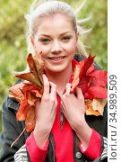 Young woman,autumn leaves. Стоковое фото, фотограф Stockbroker xtra / easy Fotostock / Фотобанк Лори