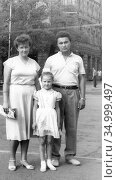Семья в центре Хабаровска, 1985. Редакционное фото, фотограф Мария Кылосова / Фотобанк Лори