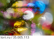 Silhouette of branch Xmas tree with needles. Happy New Year ornament decorations, colorful defocused abstract blurry bokeh background. Стоковое фото, фотограф А. А. Пирагис / Фотобанк Лори